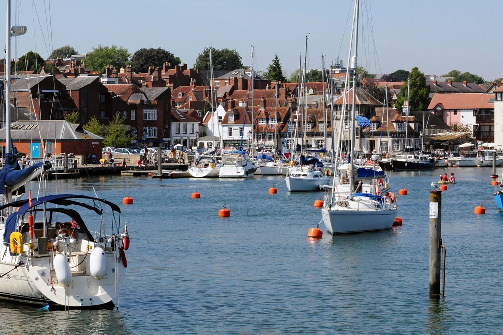 A GUIDE TO LYMINGTON